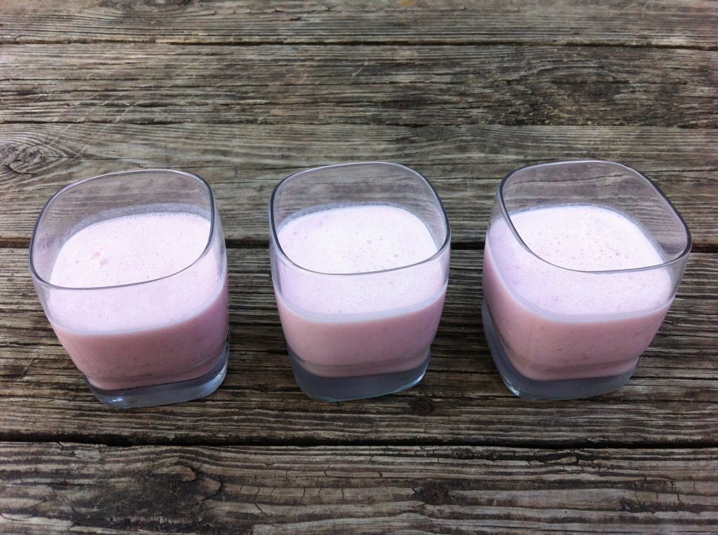 strawberry milk kefir smoothies
