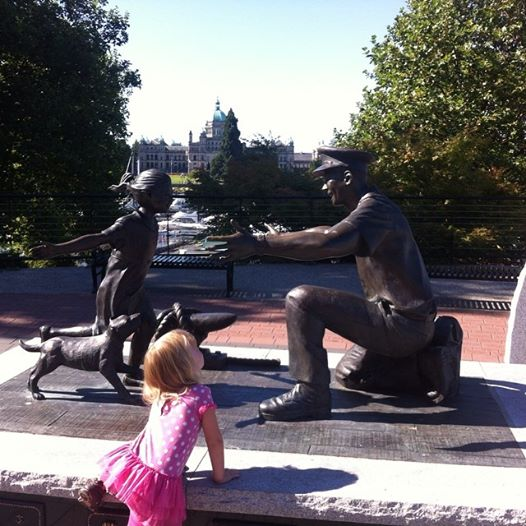 My four year old was entranced by this statue. She has been missing daddy ever so much.